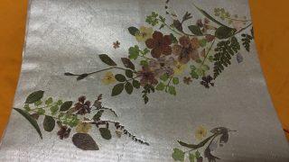 押し花の帯 白地の帯はいろんな着物にあわせやすいので、コーデが楽々です。
